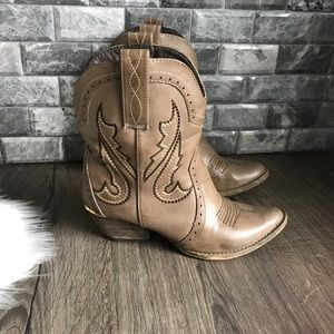Very Volatile taupe short cowgirl boot size 7